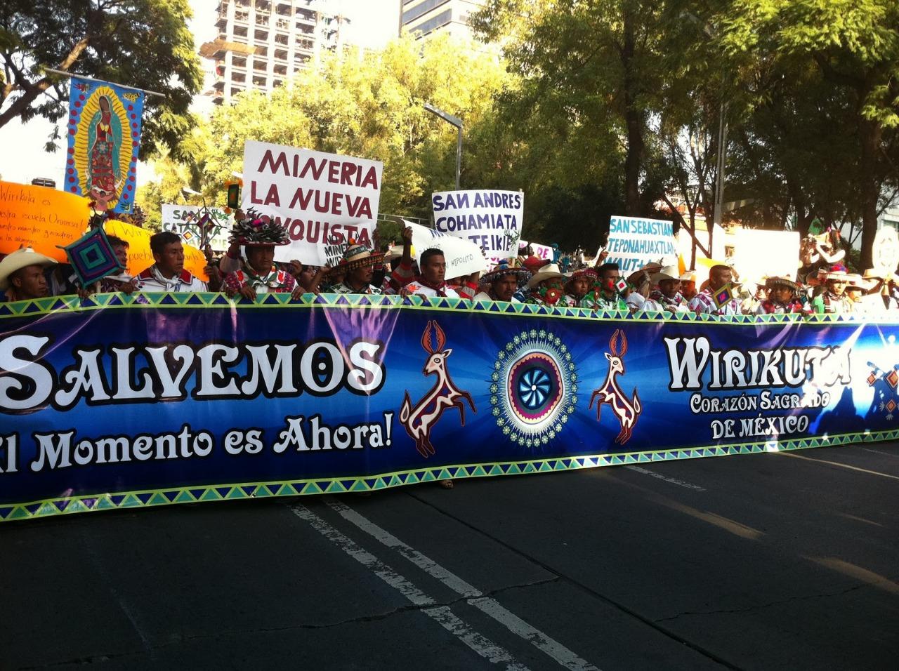 Marcha histórica del Pueblo Wixárika en contra de la minería. CDMX 2012.